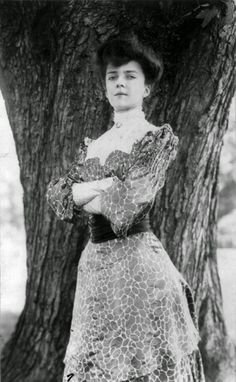 """vintage everyday: 24 Beautiful Vintage Portrait Photos of a Young Alice Roosevelt Longworth, Also Known as """"Princess Alice"""" and """"The Other Washington Monument"""" Carla Bruni, Alice Roosevelt, Theodore Roosevelt, Roosevelt Family, Eleanor Roosevelt, Roosevelt Quotes, Belle Epoque, American Presidents, American History"""