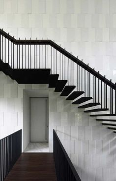 En noir et blanc #black+white #staircase Formwerkz Architects
