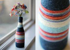 Van fles tot vaas. Je kan flessen ook versieren met touw, wol, kant, tape en leuke plaatjes.