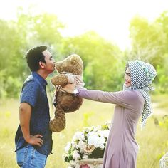 97 Likes, 1 Comments - Wedding Prewedding Hijab, Prewedding Outdoor, Cute Muslim Couples, Cute Couples, Pre Wedding Photoshoot, Wedding Shoot, Wedding Mint Green, Green Weddings, Hijab Bride
