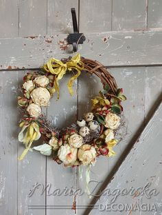 Maja Zagorska (Decomagia) - A new easter wreath with art & physical style with flowers and nest. Watch tutorial! - Ένα νέο πασχαλινό στεφανάκι από τη Μάγια Ζαγκόρσκα σε στυλ art & physical με λουλούδια και φωλίτσα με αυγά - Δείτε το tutorial! Easter Wreaths, Floral Wreath, Fall, Natural, Home Decor, Style, Autumn, Swag, Floral Crown