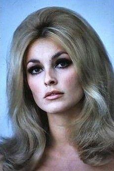 Sharon Tate's eye make-up... always flawless