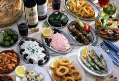 Cypriot Meze: Similar to tapas, meze are small, delicious dishes that come in either meat or fish varieties. There are restaurants that specialize specifically in meze and sell nothing else. A meal of meze is a must for any trip to Cyprus. Greek Meze, Cyprus Food, Greek Dinners, Greek Recipes, Eating Habits, Healthy Cooking, Food Photo, Pasta Salad, Love Food