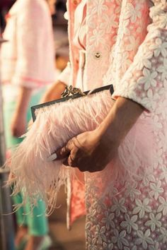 Pretty in pink & feathers Ann Street Studio, Jessica Parker, Fru Fru, Pink Feathers, Glamour, Everything Pink, Girly Girl, Pretty In Pink, Cross Body