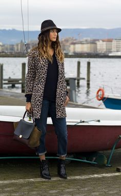 Coat : Maje (inspired by Stella) Jeans: Current Elliott Hat: Zadig & Voltaire (similar here) Sweater: Uniqlo Bag: Céline Ring: Patua jewels Boots: Zara Spring Summer Fashion, Autumn Winter Fashion, Winter Style, Fashion 101, Womens Fashion, Leopard Coat, Leopard Fashion, Zadig And Voltaire, Sombreros