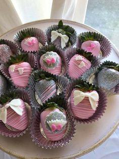 Chocolate Covered Strawberries, Cake Pops, Shower Ideas, Strawberry, Glitter, Baby Shower, Flowers, Desserts, Diy