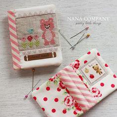 Cross stitched bear needlebooks by nanaCompany, N_6194p