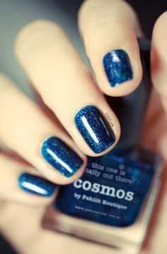 Je suis pas forcément très bleu comme fille mais là, faut avouer que c'est tentant... :: I'm not really a blue kind of girl but you have to admit that this one is quite nice... (vernis COSMOS de et par Pshiiit)