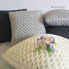 Almohadones tejidos en crochet tunecino