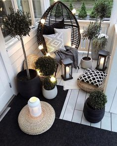 Beautiful Outdoor furniture for a small space. Beautiful Outdoor furniture for a small space. Eugenie Zimmer Beautiful Outdoor furniture for a small space. Get […] makeover black Small Balcony Design, Small Balcony Decor, Outdoor Balcony, Backyard Patio, Outdoor Decor, Balcony Ideas, Diy Patio, Small Patio, Balcony Garden