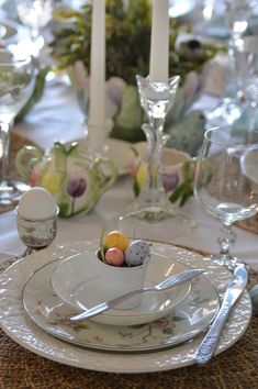 Easy Easter or Spring Tablescape Ideas
