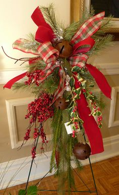 Silk Wall/Door Swags & Wreaths - Fresh Flowers Shop / Florists in Janesville Christmas Swags, Christmas Flowers, Holiday Wreaths, Christmas Decorations, Christmas Crafts, Advent Wreaths, Christmas Tables, Nordic Christmas, Country Christmas