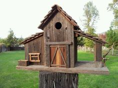 barn with 2 side structures barn with 2 side structures Wooden Bird Houses, Decorative Bird Houses, Bird Houses Diy, Fairy Houses, Bird House Plans Free, Casas Country, Bird House Feeder, Bird Feeders, Barn Wood Projects