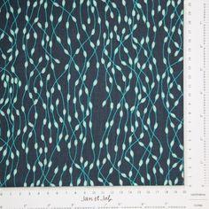 Tela de patchwork de color azul con finas algas en tonos turquesa de la colección Gipsy Lane.
