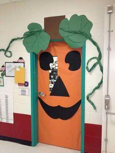 love this simple pumpkin door decoration - Decorating Door For Halloween