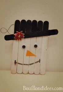 DIY déco sapin Noël bâtonnet de bois ou glace : bonhomme de neige à suspendre