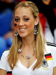 Soccer fan of Germany. Football Ads, Hot Football Fans, Football Girls, Soccer Fans, Soccer World, Female Football, Steven Gerrard, Premier League, Rugby