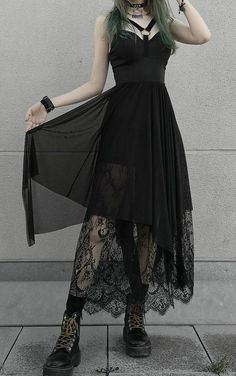 Long Black Skirt Outfit, Lace Skirt Outfits, Black Lace Skirt, Black Dress Outfits, Long Black Skirts, Goth Skirt, Goth Dress, Black Gothic Dress, Look Dark