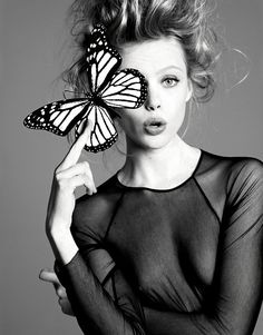 Portrait - Fashion - Editorial - Black and White - Butterfly - Photography - Pose Idea
