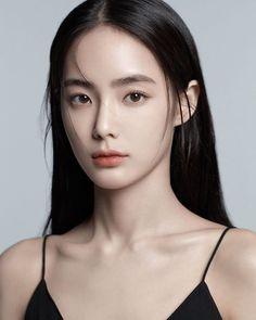 Beautiful Girl like Fashition Korean Makeup Look, Asian Makeup, Korean Natural Makeup, Girl Face, Woman Face, Geisha, Anatomy Head, Foto Face, Face Photography