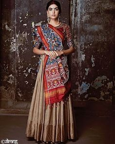 A beautiful amalgamation of different weaves. Half Saree Designs, Choli Designs, Lehenga Designs, Saree Blouse Designs, Choli Dress, Bridal Lehenga Choli, Bandhani Dress, Indian Dresses, Indian Outfits