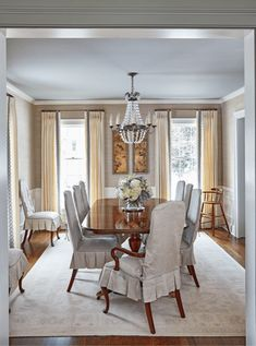 A Georgia Designer's Classic Southern Interiors – Blue and White Home:Maggie Griffin Classic Home Decor, Classic House, Maggie Griffin, Dining Room Chairs, Dining Rooms, Inviting Home, Bright Kitchens, House Inside, White Houses