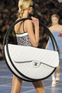 PERFECT!!! Ive been looking for a new bag. Ill be so en vogue this spring. Chanel hula hoop bag,  2013