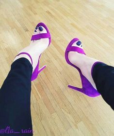 Sexy Legs And Heels, Hot Heels, Strappy Heels, Pantyhose Heels, Nylons, Pictures Of High Heels, Stilettos, Cute High Heels, Gorgeous Feet