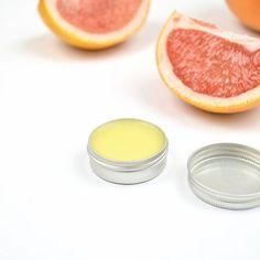 Selbstgemachte Lippenpflege mit Kokosöl, Mangobutter, Bienenwachs und Grapefruit-Öl