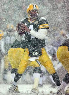 Brett Favre, Green Bay Packers and The Frozen Tundra. Green Bay in winter. Packers Baby, Go Packers, Green Bay Packers Fans, Packers Football, Football Fans, Greenbay Packers, Football Players, Legends Football, Football Season
