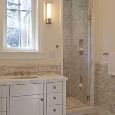 Bathroom with foot niche for leg shaving, brilliant!