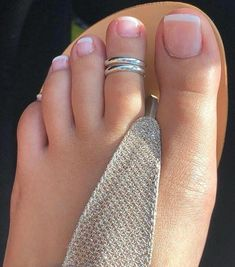 ideas white and gold toe nails pedicures Gold Toe Nails, Cute Toe Nails, Feet Nails, Cute Toes, Pretty Toes, Toe Ring Designs, Silver Toe Rings, Beautiful Toes, Foot Toe