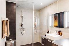 Kylpyhuoneen laatoitus säilytettiin. Vain kalusteet vaihdettiin Puustellin…