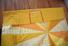 Tutorial: Sunburst Picnic Blanket – you and mie Picnic Mat, Picnic Blanket, Beach Towel Bag, Dresden Plate, Maybe One Day, Getting Organized, Sewing Projects, Arts And Crafts, Quilts