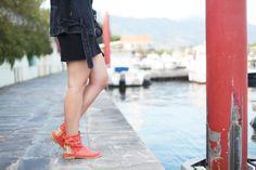 I protagonisti assoluti del nostro aperitivo Forte dei Marmi sono gli #stivali di #KarmaofCharme: il colore corallo lo trovo davvero bello e la qualità è altissima. Gli stivali, essendo completamente cuciti a mano con materiali di prima qualità sono adatti anche al clima caldo (QUI  LI PUOI COMPRARE ONLINE: www.karmaofcharmeshop.com).