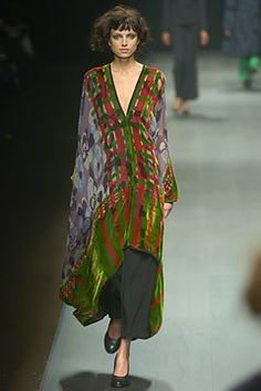 Dries Van Noten Fall 2004 Ready-to-Wear Fashion Show - Irina Bondarenko Runway Fashion, Fashion Show, Womens Fashion, Fashion Design, Dries Van Noten, Looks Style, Mode Inspiration, Mode Style, Mantel