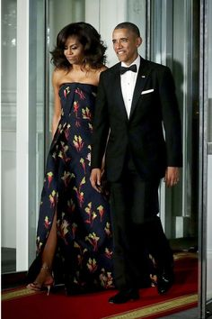 First Lady Michelle Obama in Jason Wu and President Barack Obama at the White House state dinner. Malia Obama, Barack Obama Family, Jason Wu, Michelle Et Barack Obama, Michelle Obama Fashion, Joe Biden, Durham, Sophie Gregoire Trudeau, Presidente Obama