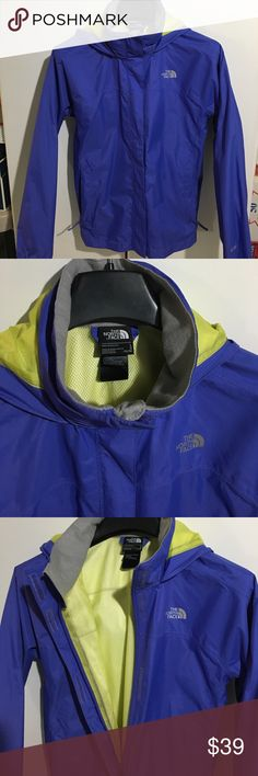 North Face Rain Jacket / Windbreaker - L (14/16) NWOT - NORTH FACE Rain Jacket / Windbreaker. Size: L (14/16). Features:  Waterproof rain jacket with breathable mesh lining and reflective logo, Waterproof, breathable, fully seam sealed, Mesh-lined body, Brushed collar lining, Hood stows in collar, Zip hand pockets, Center front zip and Velcro® stormflap closure, Elasticized cuffs, Chin guard flap, ID label, Reflective logos at left chest, back right shoulder, Reflective HyVent® logo. Smoke…