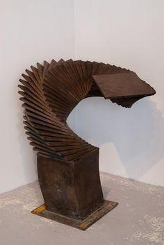 Volume figé (1999). éd. 2/8. Cuivre patiné  H 100 x 50 x 35 cm | Pol Bury