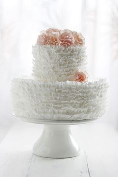 Ruffled cake looks so elegant.