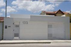 casa com muro alto                                                       …