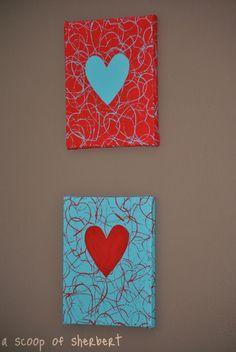 Älä vielä piiloita sydämenmuotoisia piparkakkumuotteja, sillä tarvitset niitä tehdessä näitä suloisia sydäntauluja || A Scoop of Sherbert: cookie cutter valentine's art DIY #valentinesday #valentines #valentine #love #hearts #ideas #diy #craft #gift #lahjaidea #painting