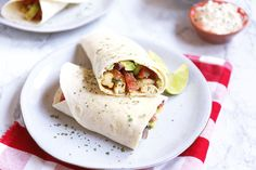 Lunch wrap tips - Lekker en Simpel Crema Fresca, Taco Wraps, A Food, Creme, Food Porn, Pasta, Healthy Recipes, Ethnic Recipes, Salsa Chicken