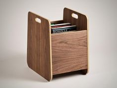Oak Plywood Magazinständer Dimensions: W288 x D402 x H438 mm Three internal dividers provide support and allow for easy magazine browsing-like flicking through a crate of old records. 210,- britische Pfund http://www.hugopassos.com/Ivey