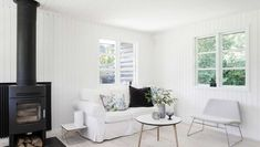 Bolig: Fra dunkel cigarkasse til lys sommeroase Cottage Homes, Accent Chairs, Summerhouse Ideas, Inspiration, Furniture, Home Decor, Youtube, Darkness, Homes