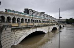 La montée des eaux de la Seine change le regard des Parisiens sur la capitale, et ne manque pas d'inspirer le travail des photographes. La...