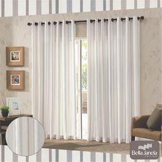 As listras sempre caem bem na decoração! Ainda mais quando acompanhadas de uma cortina leve e harmoniosa.