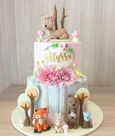 Woodland Animals Cake - Que lindo bolo para uma floresta super fofa Regranned from - cakes - Kuchen First Birthday Cakes, Birthday Cake Girls, 2nd Birthday, Gateau Baby Shower, Baby Shower Cakes, Ben E Holly, Cupcakes Decorados, Woodland Cake, Girl Cakes