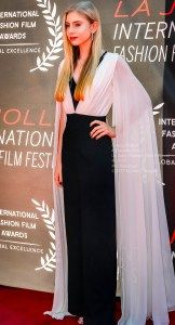 Grace Wethor, a Teen Vogue® It Girl, has a red carpet that is a current trend with magnificent sleeves. Wethor is a brain stem Glioma tumor survivor. Teen Vogue, Film Festival, Film Fashion, Sari, Meet, Red Carpets, La Jolla, Celebrities, Beauty