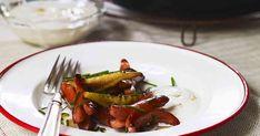 Prinskorv smakar fantastiskt tillsammans med ingefärskryddade päron. Oväntat gott på julbordet eller som lunch med kokt potatis.